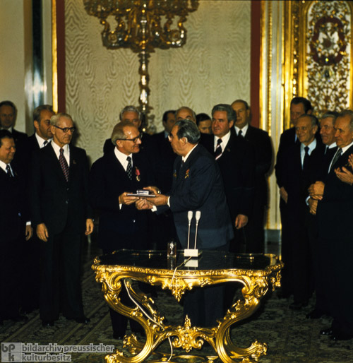 Brezhnev Awards Honecker the Order of the October Revolution in the Kremlin's Yekaterina Hall (November 1, 1977)