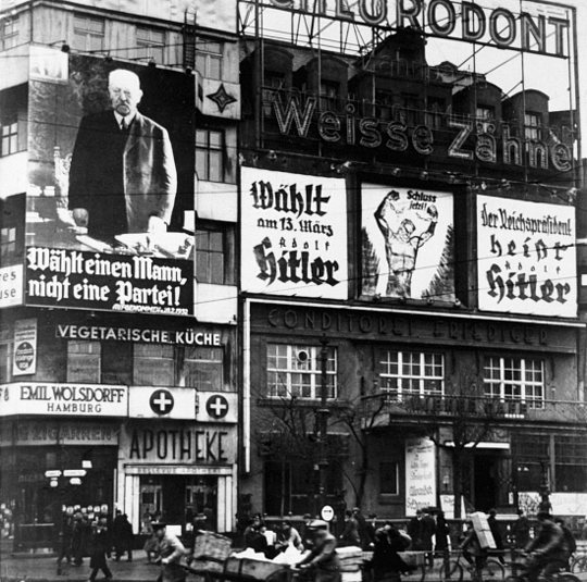Wahlplakate in Berlin (1932)