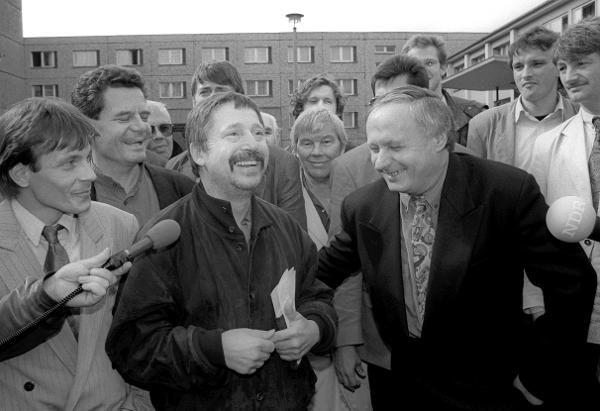 Oskar Lafontaine and Wolf Biermann outside the former Stasi Headquarters (September 1990)