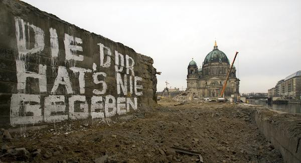 """The GDR Never Existed"" – Graffiti on Palace Square in Berlin (December 4, 2008)"