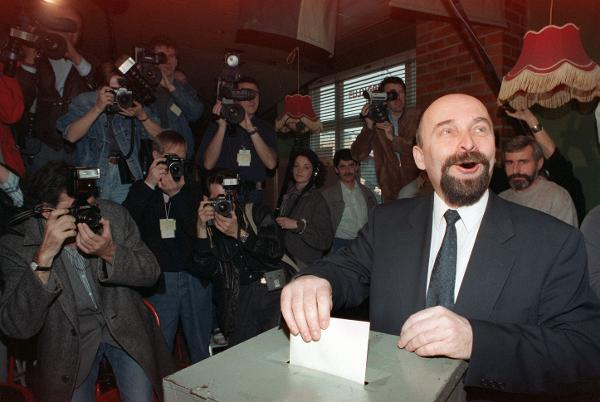 <I>Volkskammer</i> Elections: Rainer Eppelmann casts his Ballot at a Polling Station in East Berlin (March 18, 1990)