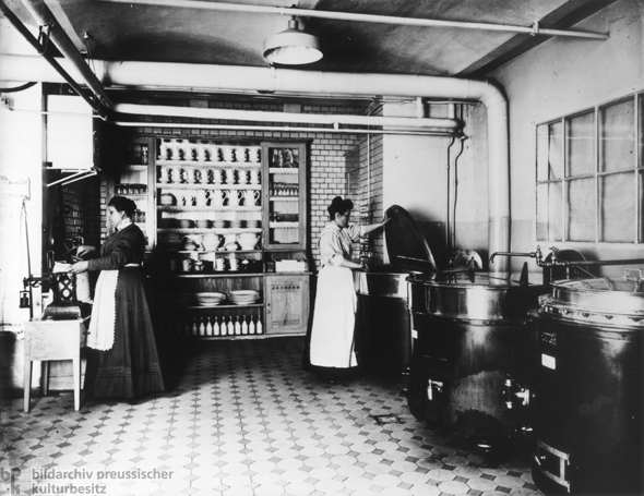 Coffee Canteen at AEG (1909)