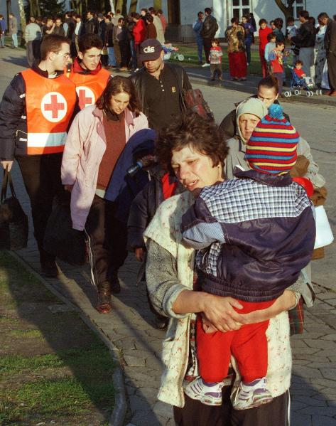 Refugees from Kosovo Arrive in Lower Saxony (April 8, 1999)