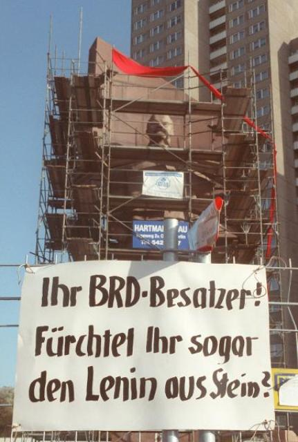 Protest against the Demolition of the Lenin Monument in Berlin (November 6, 1991)