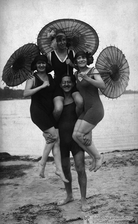 Fun at the Wannsee (1925)