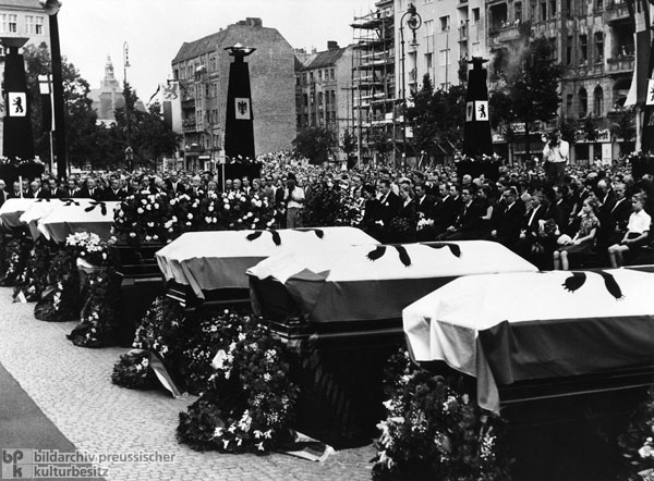 Victims of the June 17th Uprising are Remembered at a Memorial Service in front of Schöneberg City Hall in West Berlin (June 23, 1953)
