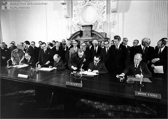 Signing the Quadripartite Agreement on Berlin (June 3, 1972)