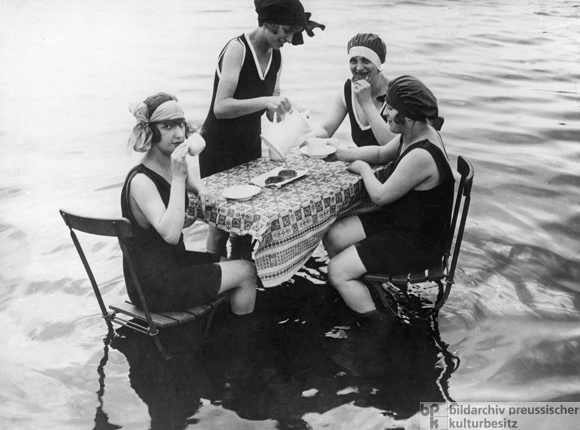Summer Refreshment for City Dwellers (1925)