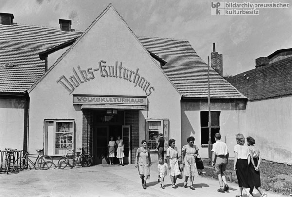 The People's House of Culture [<i>Volks-Kulturhaus</i>] in Letschin (July 1, 1953)