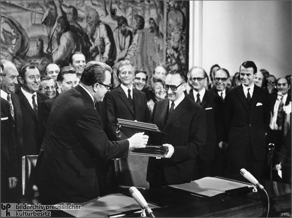 Initialing the Basic Treaty (November 8, 1972)