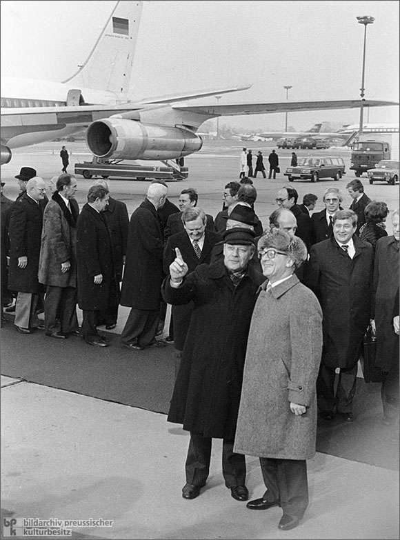 Erich Honecker Welcomes Helmut Schmidt at the Airport<br> (December 11, 1981)