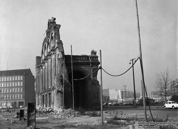 The Ruins of the Anhalter Bahnhof [train station] (1962)