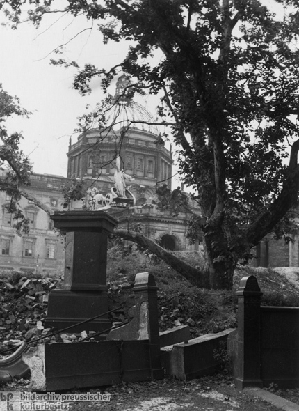 Rubble in Front of the City Palace (1947)