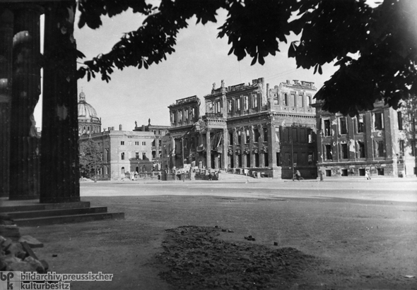 Destroyed Crown Prince's Palace, Unter den Linden 3 (1946)