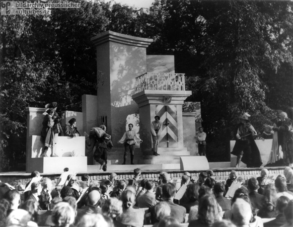Shakespeare in the Park in Berlin-Schöneberg (August 1, 1945)