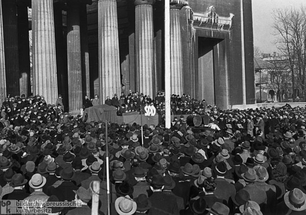 SPD Campaign Rally with Kurt Schumacher (at the Microphone) on Königsplatz in Munich (November 25, 1946)