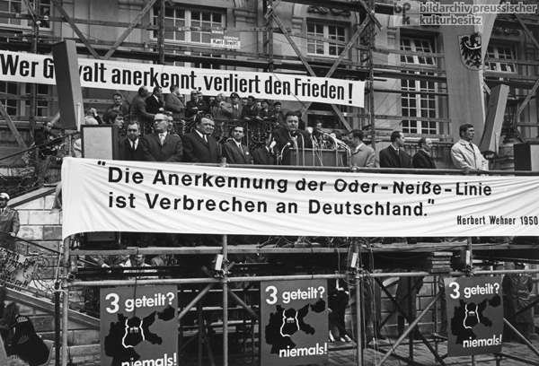 Protest Demonstration in Bonn against Brandt's <i>Ostpolitik</i> [Policies toward the East] (May 30, 1970)