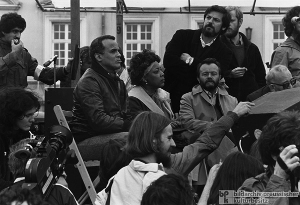 Coretta Scott King and Harry Belafonte at a Peace Demonstration in Bonn (October 10, 1981)