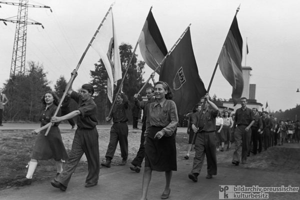Demonstration by the Free German Youth at the Marienborn Zonal Border Crossing, Saxony-Anhalt (October 1, 1949)