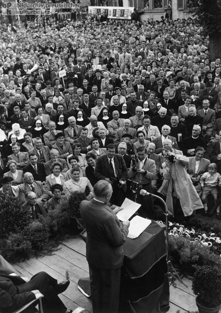 Federal Chancellor Adenauer Starts his Election Campaign in Heppenheim (Summer 1953)