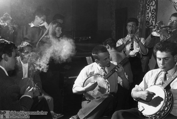 "The Hamburg Gasworks Jazz Band Plays at ""Captain's Cabin"" in Hamburg (1955)"