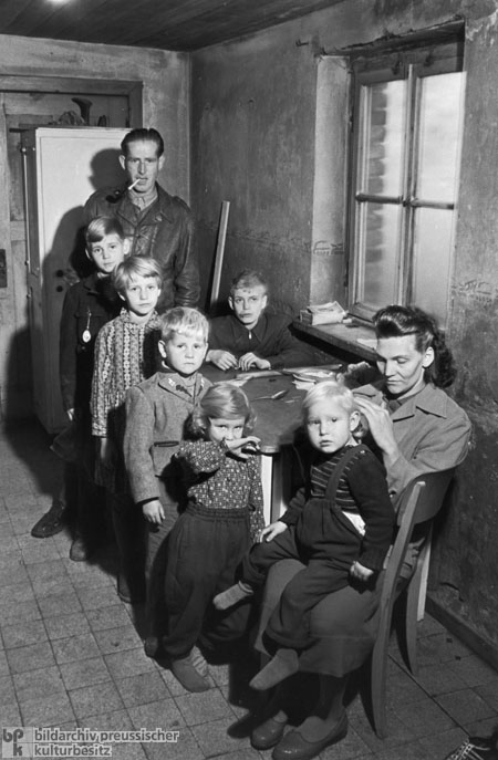 A Family Returns from the Federal Republic to the GDR (1950s)