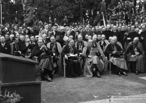 """Christ in an Hour of Need"": 72nd German Catholic Congress in Mainz (September 1-5, 1948)"