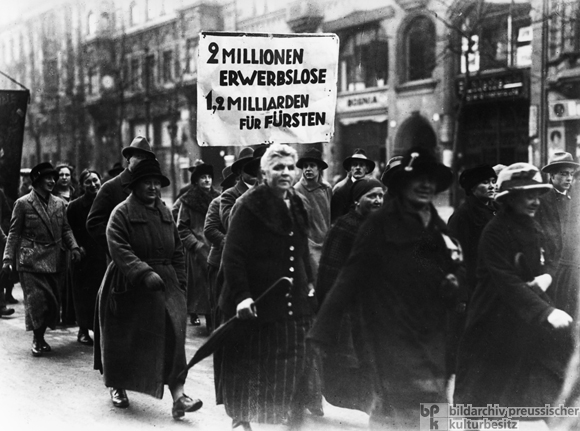 The Unemployed Demonstrate for the Proposed Expropriation of Princely Estates (1926)