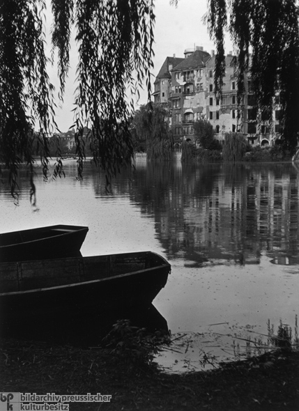 Boats on the Edge of the Lietzensee (1946)