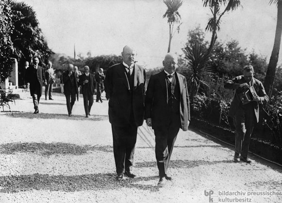 Chancellor Hans Luther and Foreign Minister Gustav Stresemann in Locarno (October 1925)