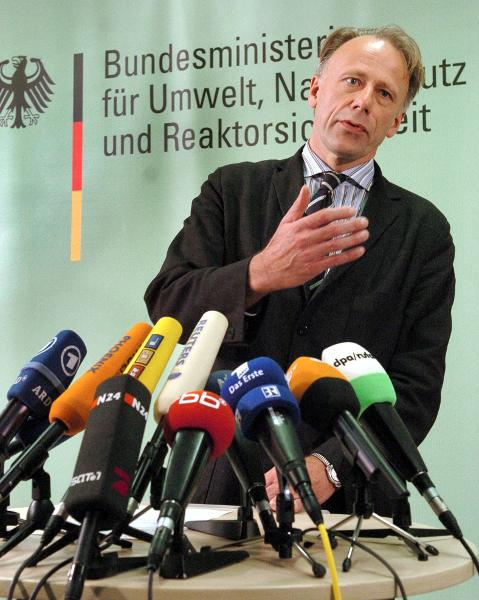 Federal Minister of the Environment Jürgen Trittin defends the Eco-Tax (April 20, 2004)