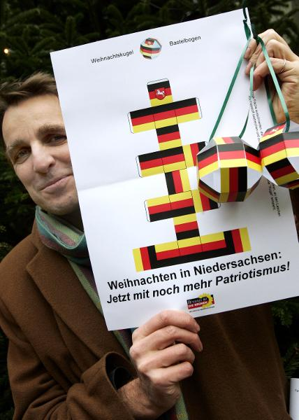 "Green Party Campaign: ""Christmas in Lower Saxony – Now Even More Patriotic!"" (December 13, 2004)"