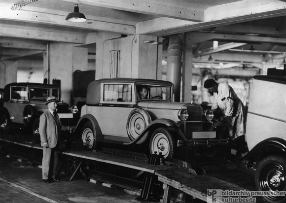 Dr. Opel Presides as the 10,000th Opel Rolls off the Line (1931)