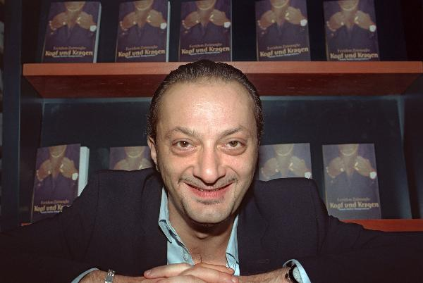 Turkish-German Writer Feridun Zaimoglu (October 12, 2001)