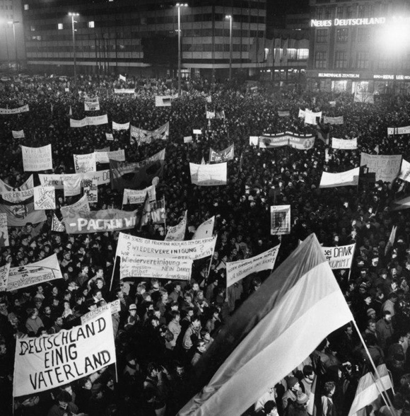For and against Unification – Demonstration on Augustusplatz in Leipzig (December 11, 1989)