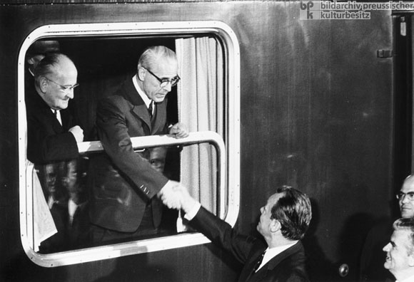 Willy Brandt Bids Farewell to Willi Stoph and Otto Winzer<BR>(May 21, 1970)