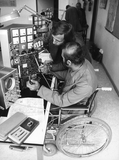 "The ""Michaelshoven"" Occupational Promotion Agency in Rodenkirchen near Cologne: Training Electronics Technicians (1976)"