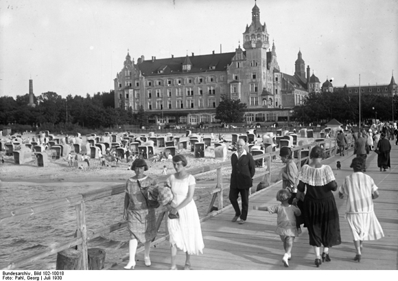 Afternoon on the Boardwalk in Kolberg (July 1930)