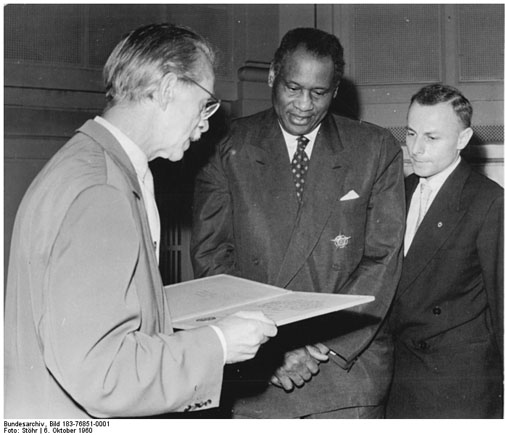 Paul Robeson at the Academy of Arts [<i>Akademie der Künste</i>] (October 6, 1960)