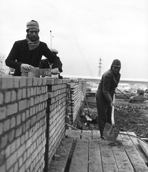 Italian Guest Workers in the Building Industry (1962)