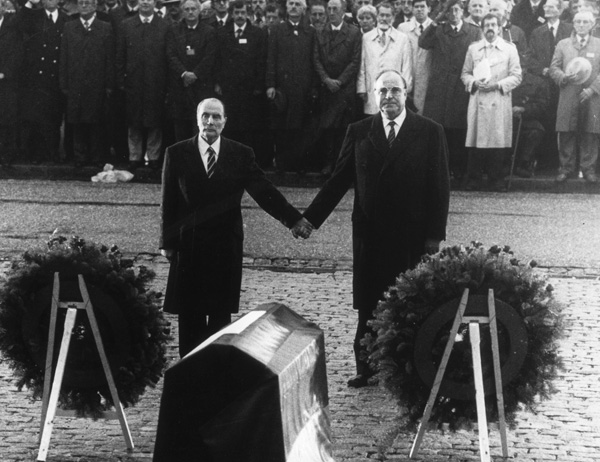 Helmut Kohl and François Mitterand in Verdun (September 22, 1984)