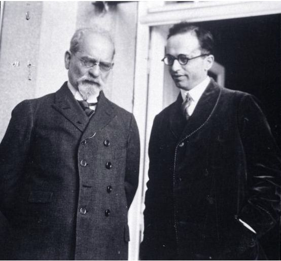 philosophical beliefs of edmund husserl and heidegger The phenomenology of edmund husserl has decisively influenced much of contemporary philosophy yet husserl's philosophy has come under such criticism that today it is viewed as little more than a historical relic.