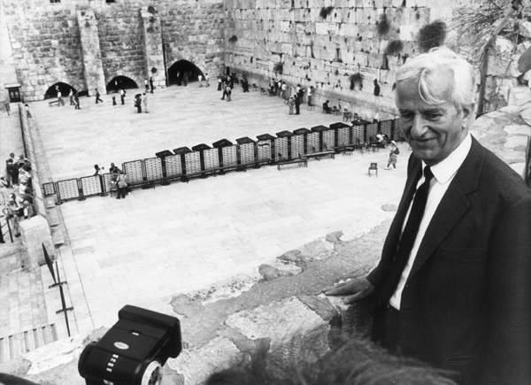 Richard von Weizsäcker at the Wailing Wall (1985)