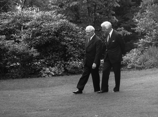Erich Honecker and Richard von Weizsäcker in the Park of the Villa Hammerschmidt (September 7, 1987)