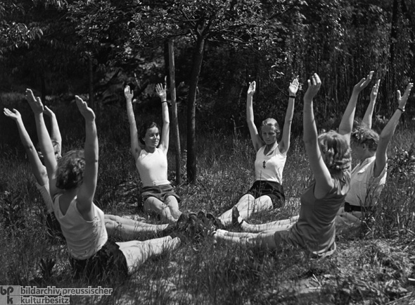 Gymnastics in Garden of the School for Reich Brides and Mothers on Schwanenwerder Island in Berlin (1938)