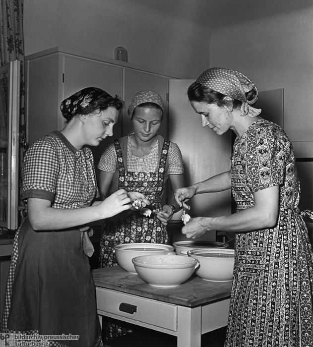 Cooking Class at the School for Reich Brides and Mothers on Schwanenwerder Island in Berlin (1938)