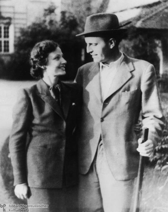 Adam von Trott zu Solz with his Wife Clarita (1944)