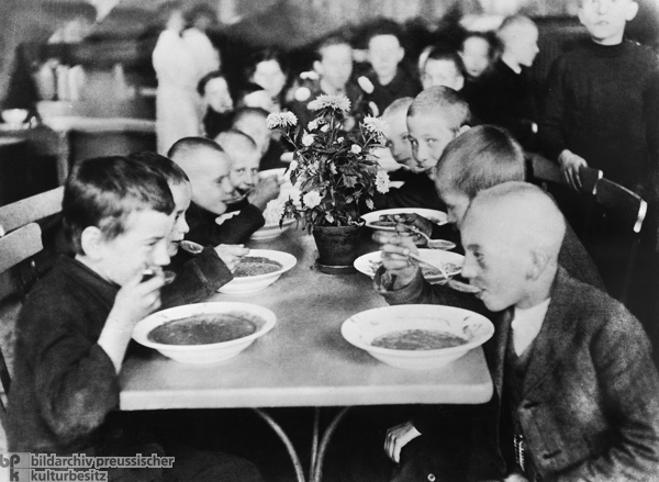 Free Children's Food Program (1917)