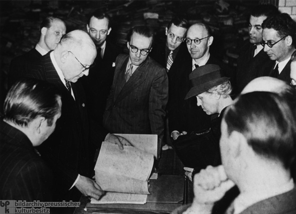 "Alleged War Guilt: Former German Ambassador to Poland, Hans-Adolf von Moltke, Shows Foreign Journalists Archival Materials from Warsaw as ""Proof"" of Poland's Responsibility for the War (Fall 1939)"