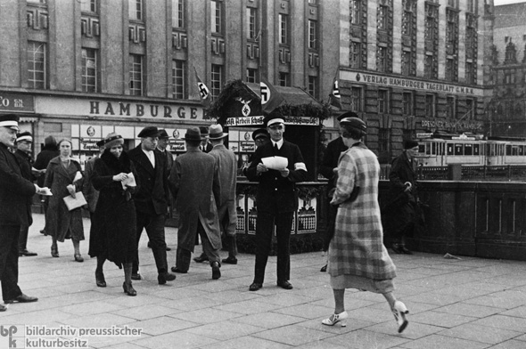 Increase-Employment-Lottery on Jungfernstieg in Hamburg: Every One-Dime-Lot Purchased Helps Needy Compatriots Find New Jobs (May 24, 1934)